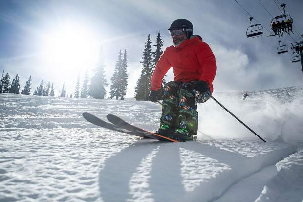 Snowmass sees 3,000-4,000 skiers daily in first week, 874