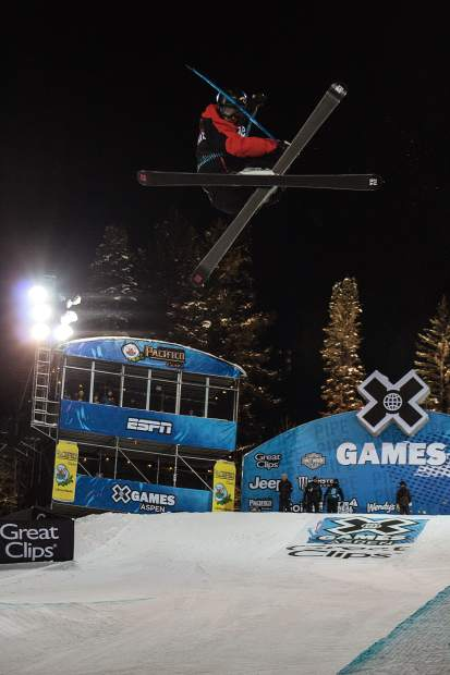 Simon D'Artois takes a run during the men's ski superpipe finals Thursday night.